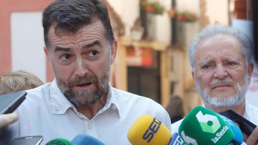 """IU reta a Díaz a convocar en campaña a """"sus padres políticos"""" Chaves y Griñán"""