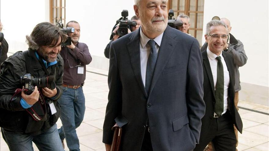Griñán defiende su honradez ante la acusación del PP sobre la gestión de los ERE