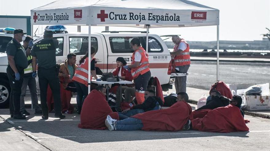 """El barco de Salvamento Marítimo """"Salvamar Al Nuir"""" ha rescatado este viernes a 21 personas."""