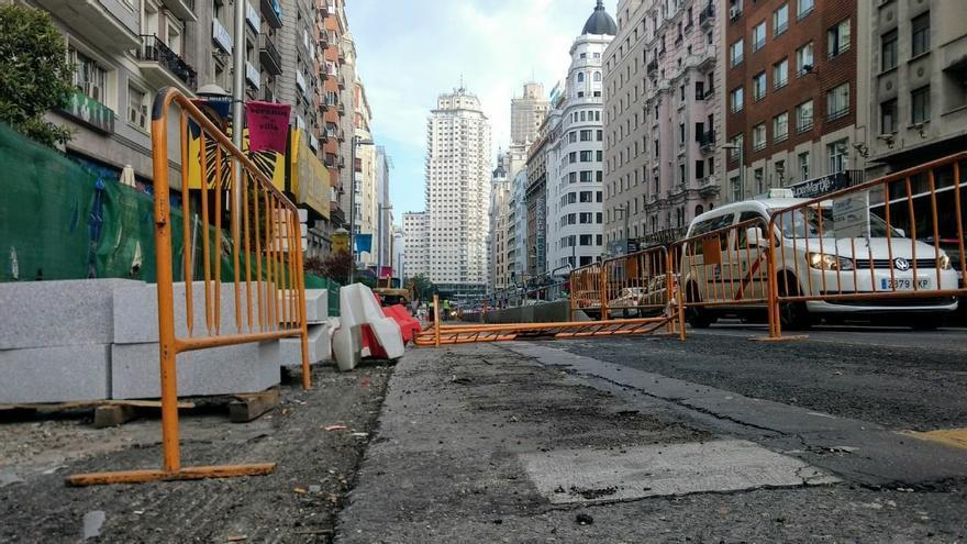 Una imagen del carril cortado en Gran Vía   SOMOS MALASAÑA