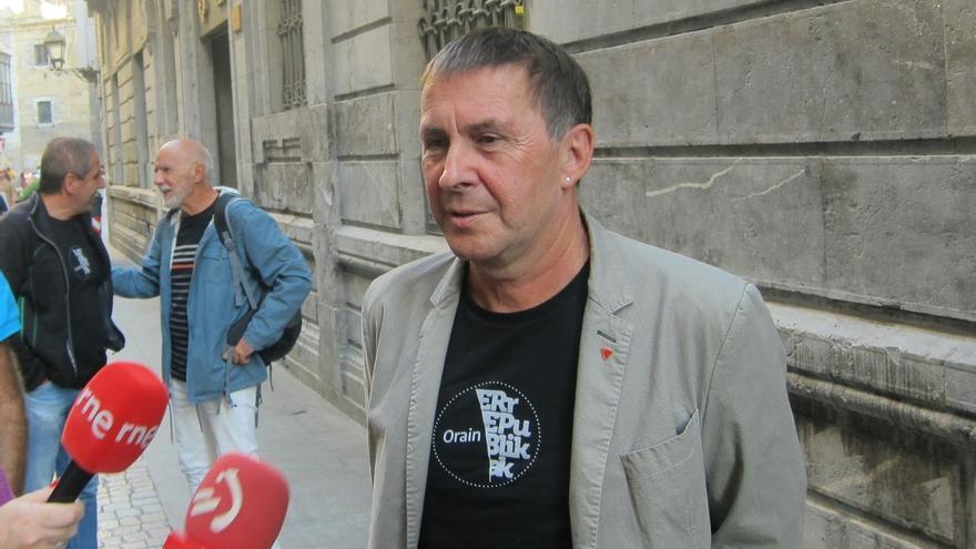 """Otegi acusa al PNV de hacer """"un juego de trileros"""" para cambiar el acuerdo sobre el nuevo estatus que tenía con EH Bildu"""