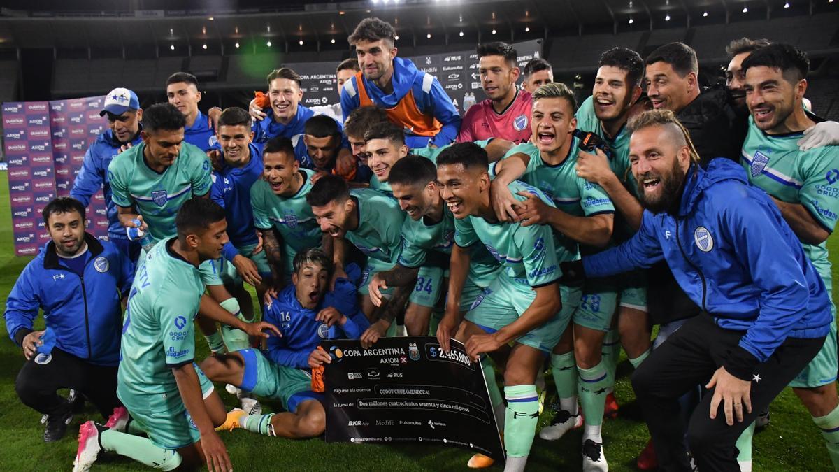 El festejo de los jugadores de Godoy Cruz.