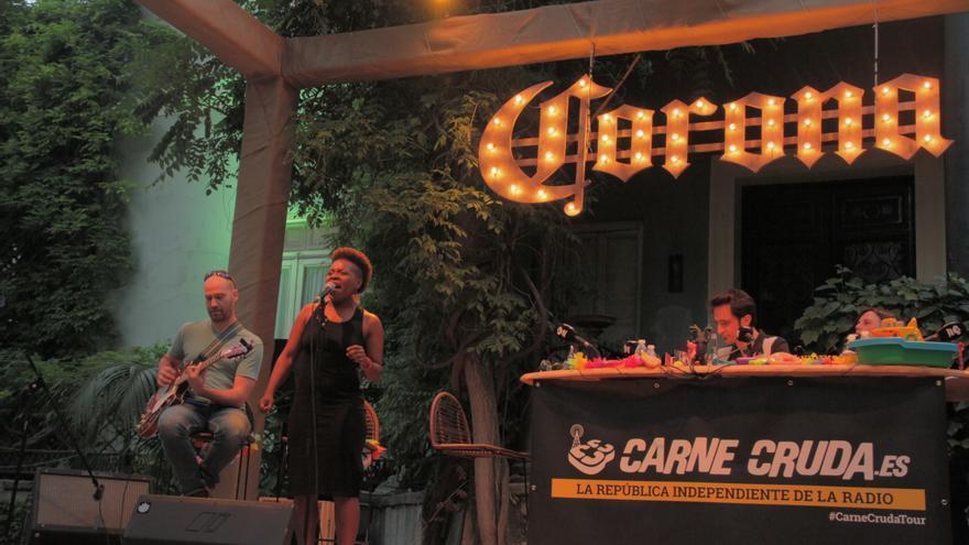 Freedonia cantando en Casa Corona Carne Cruda | Álvaro Vega