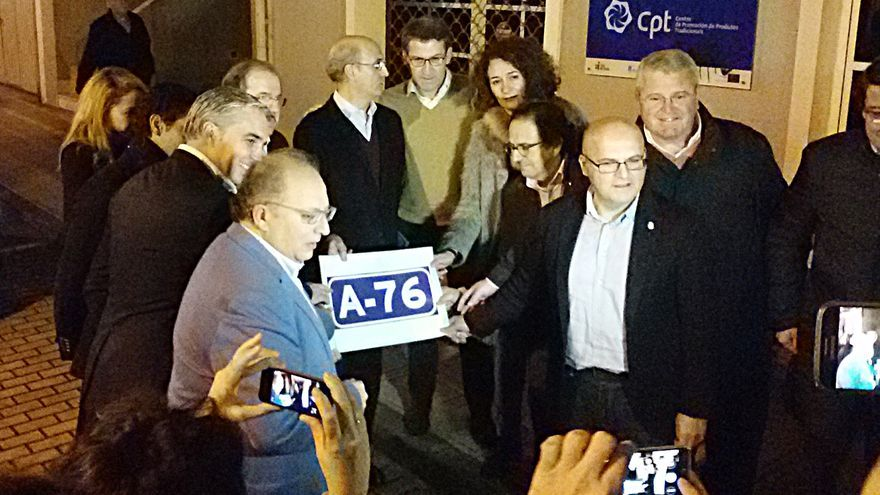 Feijóo, Baltar, Herrera y otros cargos, reivindicando la autovía A-76 antes del mitin