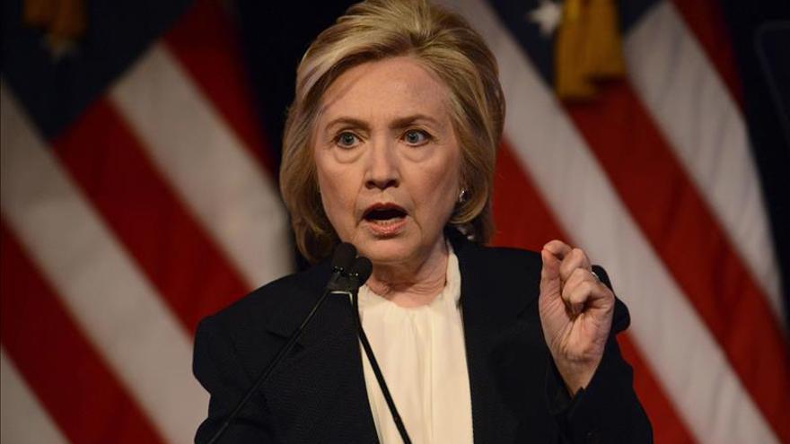 """Hillary Clinton expresa su """"rotundo respaldo"""" al acuerdo con Irán"""