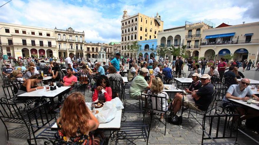 Turistas de EE.UU. que fueron a Cuba dicen sufrir síntomas de ataques acústicos