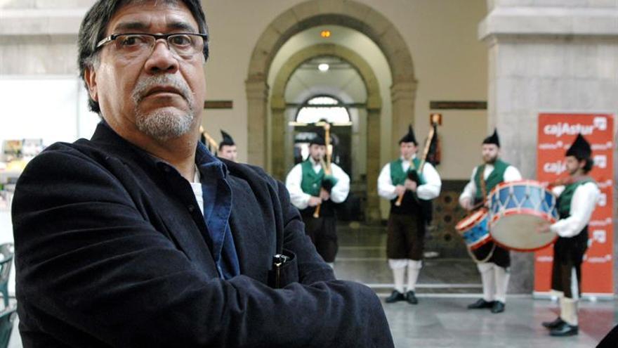 Luis Sepúlveda reivindica los derechos de los mapuches en una fábula