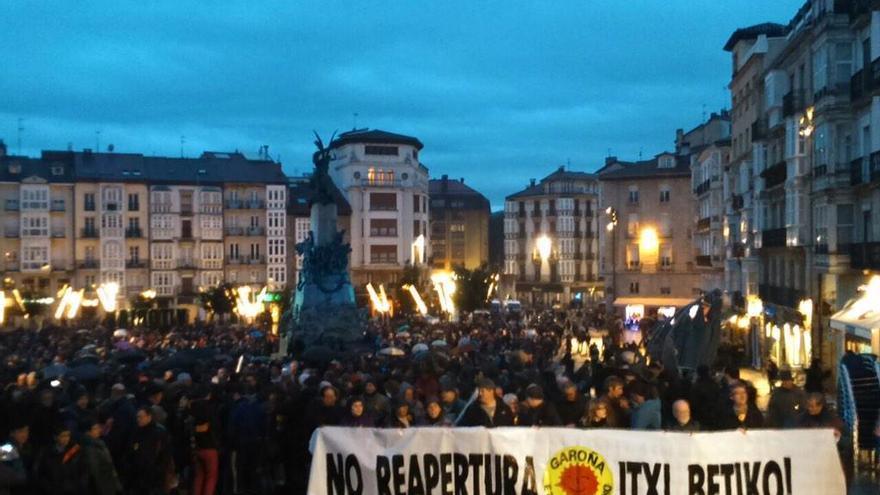 Cabeza de la manifestación contra la planta de Garoña en Vitoria. /Greenpeace