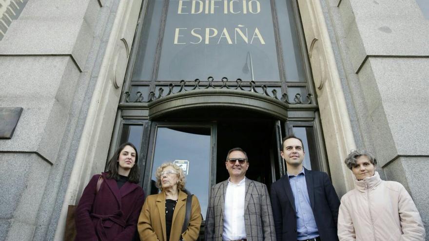 Por orden: Rita Maestre, Manuela Carmena, Trinitario Casanova, José Manuel Calvo y María Ángeles Nieto. Foto: twitter Rita Maestre