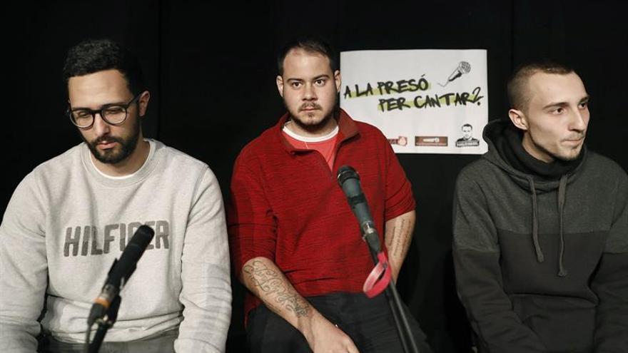 Raperos Hásel, Valtonyc y Elgio participan en acto en defensa de la libertad de expresión