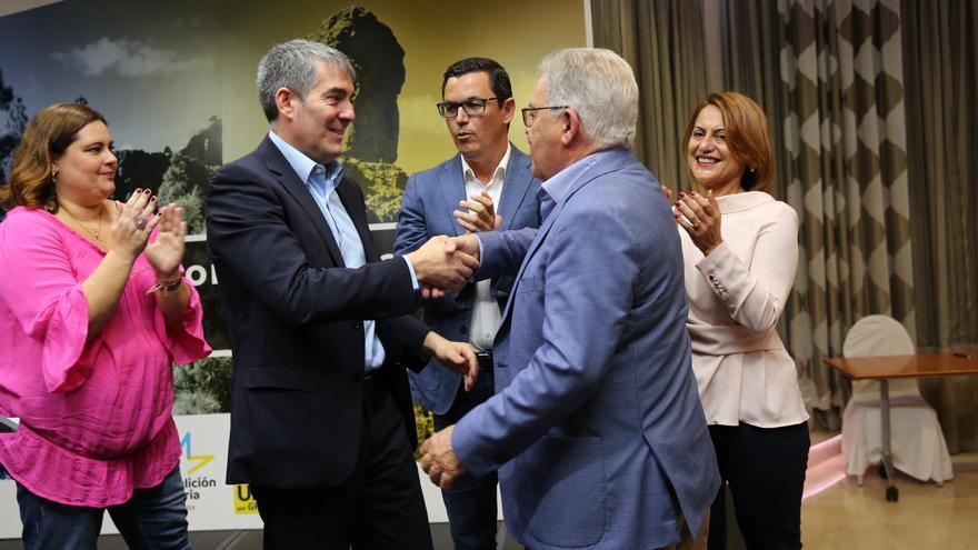 Clavijo y Bravo de Laguna sellan la alianza para las elecciones de 2019. (ALEJANDRO RAMOS)