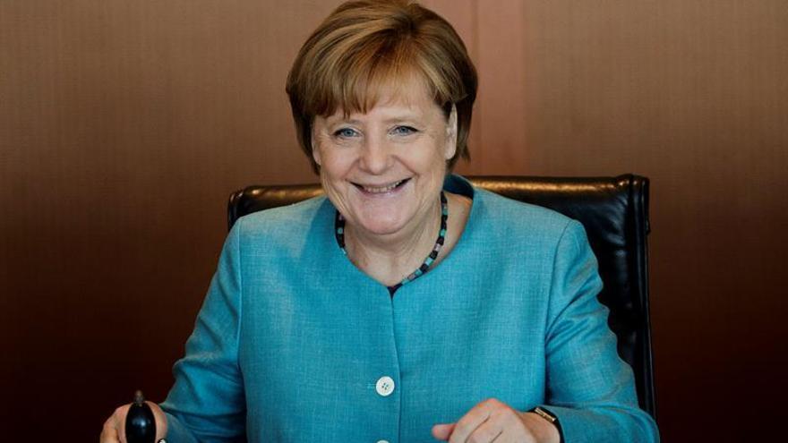 Merkel, oficialmente en vacaciones y en pos de la reelección más holgada