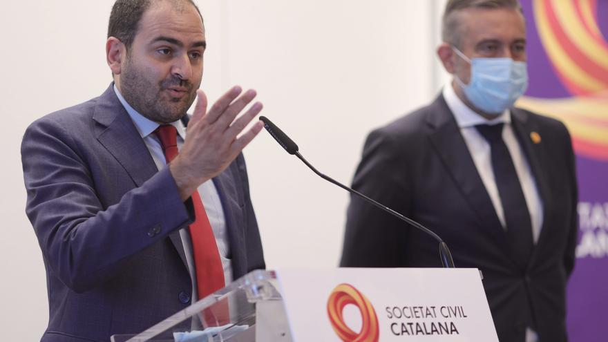 El presidente de la Societat Civil Catalana, Fernando Sánchez Costa, interviene en un encuentro organizado en Madrid por la plataforma Sociedad Civil Catalana, a 7 de julio de 2021, en Madrid, (España). Se trata de una plataforma cívica transversal que tr