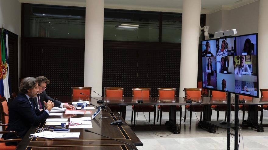 El presidente del Parlamento, Gustavo Matos durante la reunión por conferencia de la Junta de Portavoces