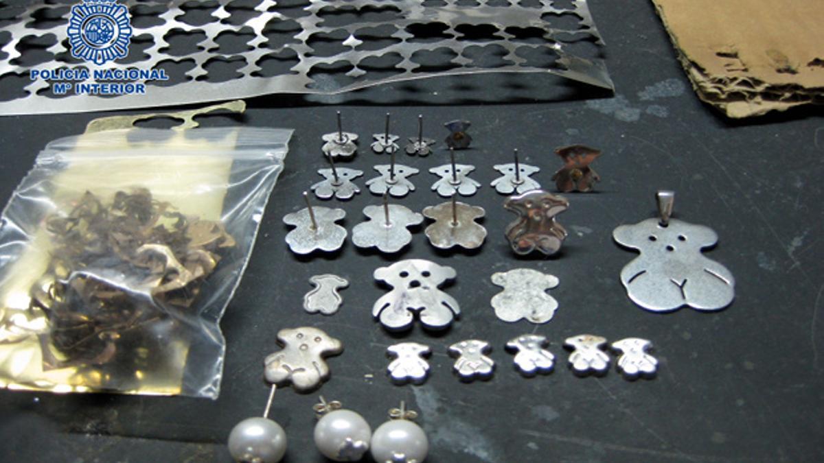 Imágenes de las joyerías durante la intervención policial.