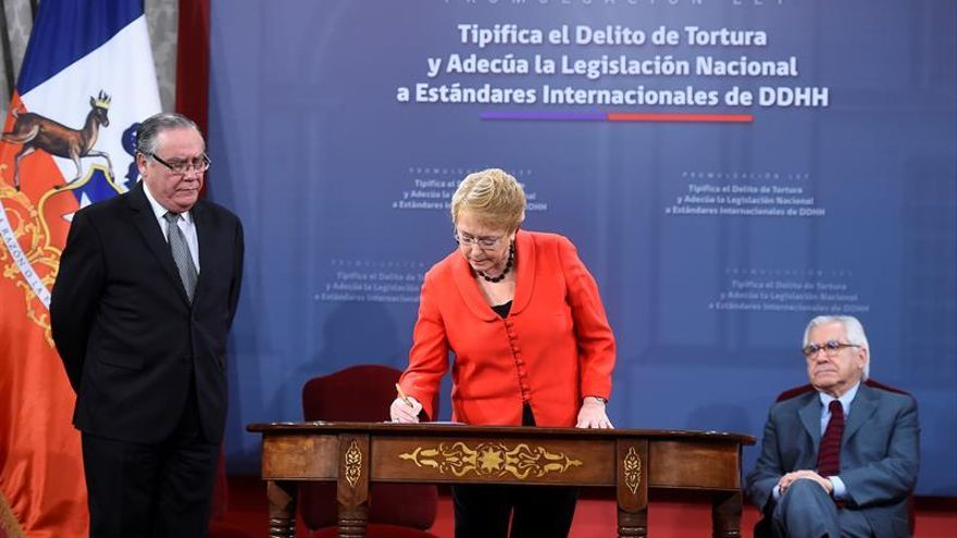 Bachelet promulga una ley que castiga la tortura y los tratos crueles o degradantes