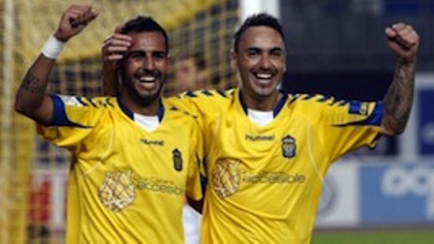 Nauzet Alemán y Momo, durante el 4-0 ante el Huesca.