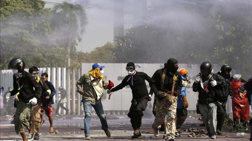 Los antigubernamentales tailandeses anuncian el asedio de Bangkok el 13 enero