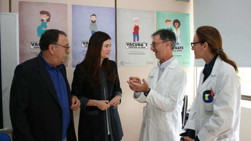 La consellera de Sanidad, Carmen Montón, en el centro de la imagen
