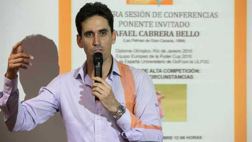 Rafa Cabrera Bello dirigiéndose a los alumnos de la ULPGC.