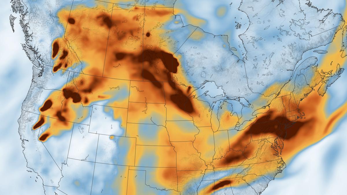 Imagen de satélite tomada el 21 de julio muestra el humo provocado por los incendios en toda Norteamérica