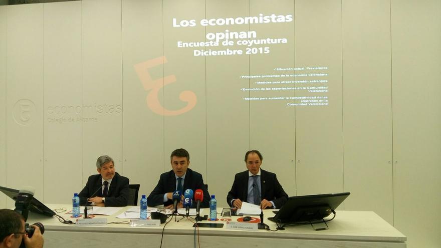 Los tres decanos de los colegios de economistas del País Valencià