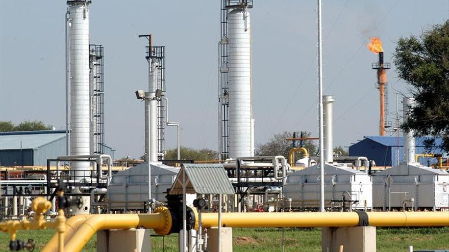 El petróleo de Texas abre con un descenso del 2,10 %, hasta los 56,06 dólares
