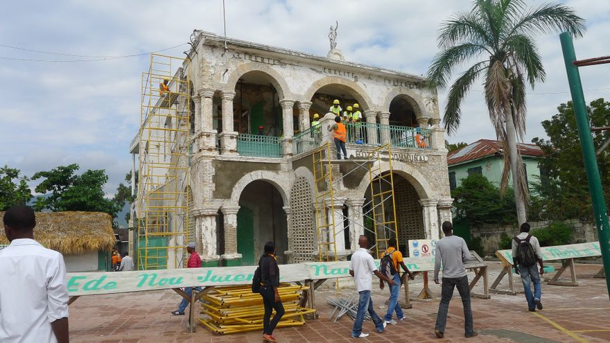 Obras de rehabilitación del Ayuntamento de Jacmel (Autora: Teresa Tapada)