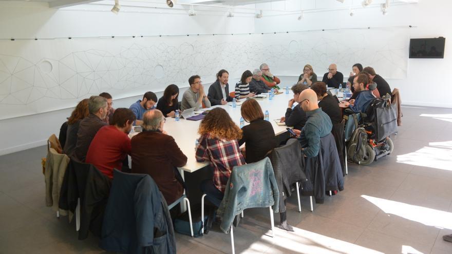 Primera reunión del gobierno en la sombra de Pablo Iglesias.