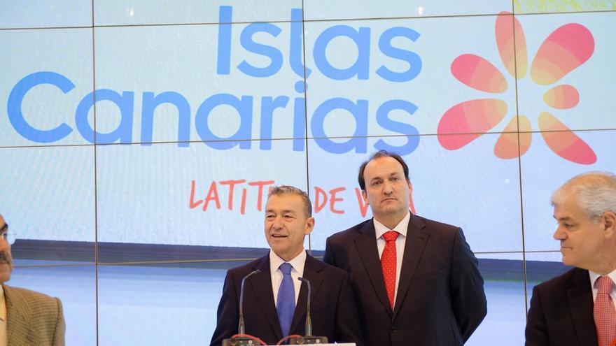 Inauguración del stand de Canarias en Fitur, con Paulino Rivero.