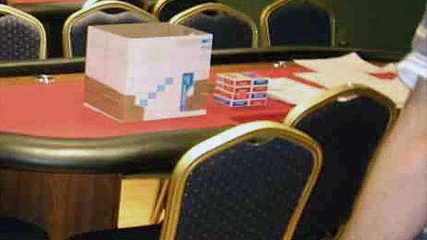 Desmantelan un local ilegal de póquer que tenía fichas por valor de medio millón