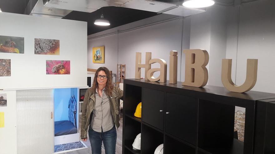 Victòria Cerdán, en el vestíbulo del local de Haibu 4.0 en l'Hospitalet