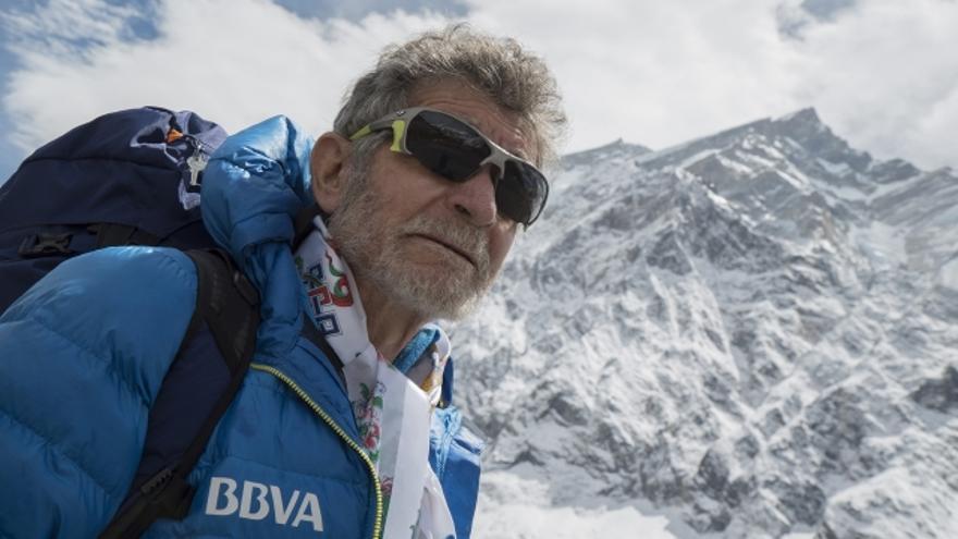 Carlos Soria delante del Annapurna.