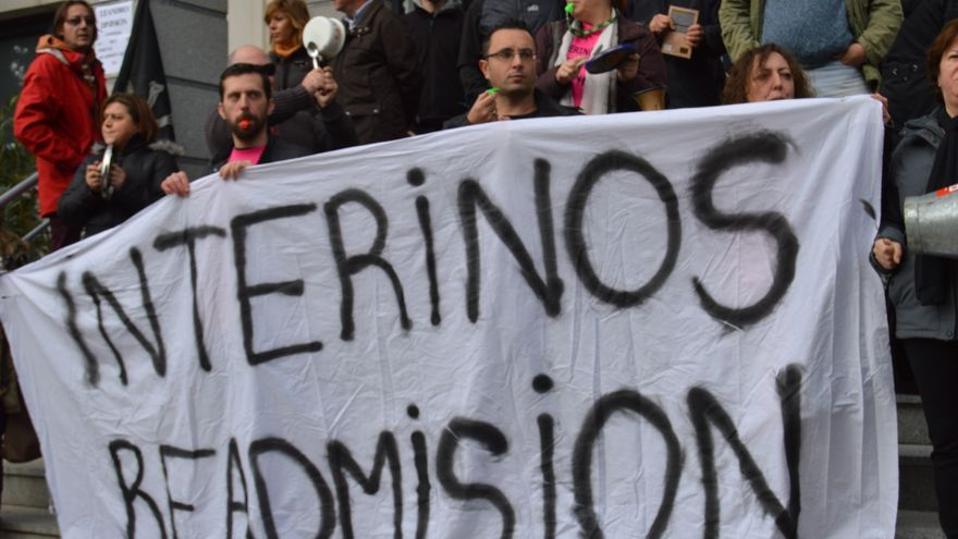 Pancarta dimisión de interinos / Foto: Javier Robla
