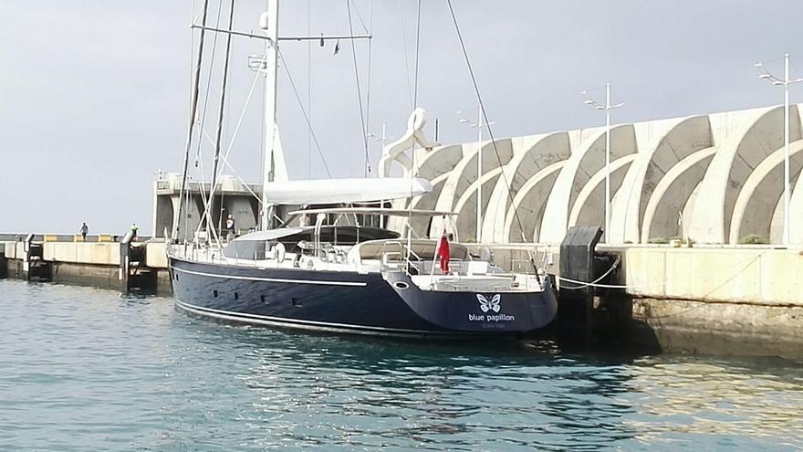 En la imagen, el yate 'Blue Paillon' el Puerto de Tazacorte.