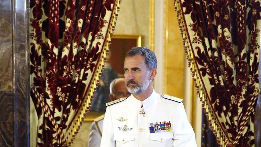 El Rey sigue en contacto permanente con Rajoy mientras continúa agenda prevista