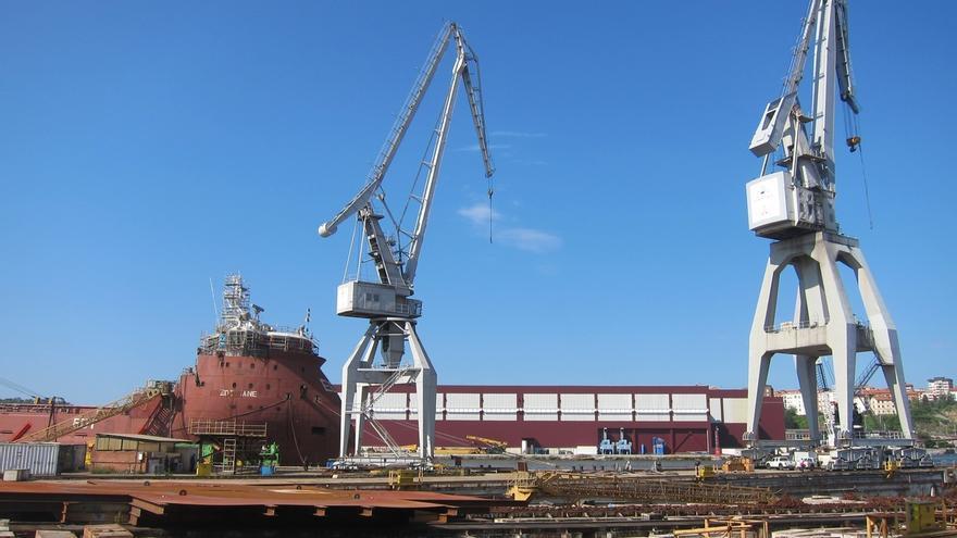 La dirección de La Naval propone al comité de empresa concluir el cablero en construcción fuera del astillero