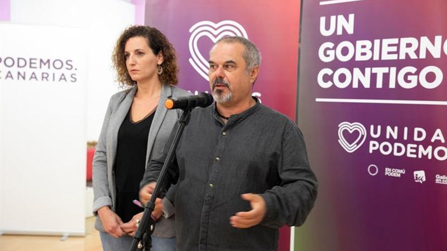 El secretario de organización de Unidas Podemos Canarias, Francisco López y la secretaria de acciones institucionales, Sara Ramírez.