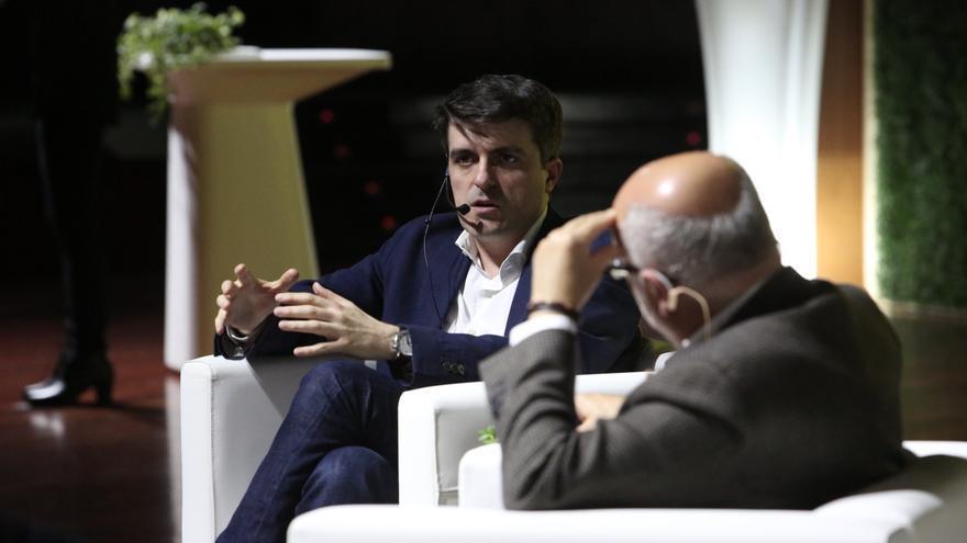 Jorge Morales, director de Próxima Energía interviene en el coloquio tras la presentación del documental.