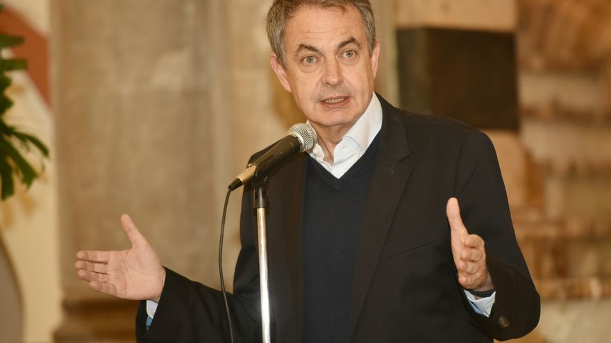 """Zapatero, sobre la exhumación de Franco: """"Un dictador no puede estar en un lugar de honor"""""""