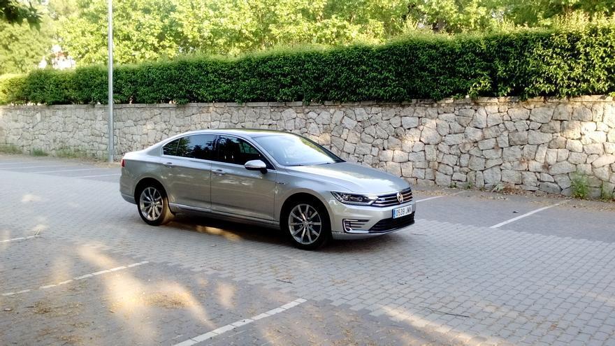 Volkswagen Passat GTE, disponible en carrocería berlina o familiar.
