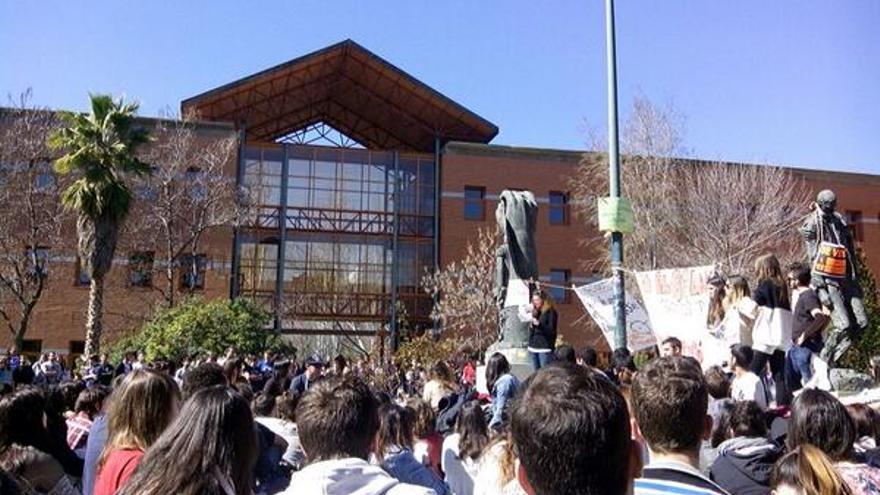 Asamblea el jueves 6 de marzo en el campus de Vicálvaro de la Universidad Rey Juan Carlos de Madrid. \ Pau D.