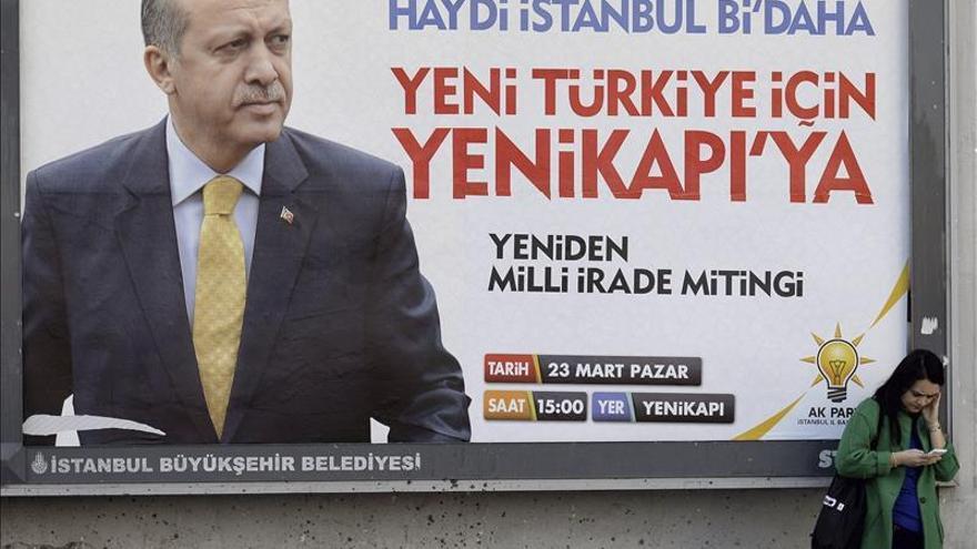 """Erdogan afirma que """"cumple pero no respeta"""" la orden judicial de abrir Twitter"""