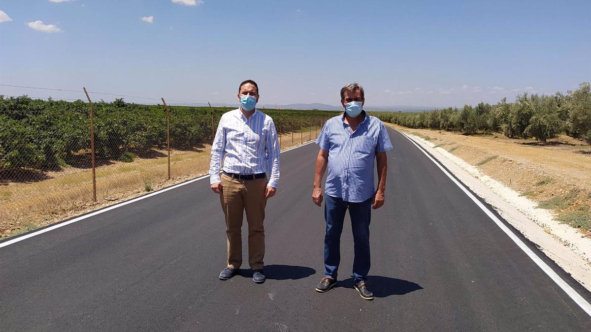 Manuel Olmo con José Pedrosa en el camino rural De Palma en Fuente Carreteros.