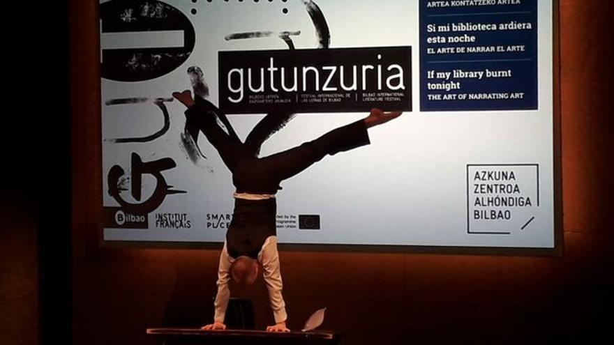 Lars Gregersen artista, joan zen urtean, Gutun Zuria jaialdiaren aurkezpenan