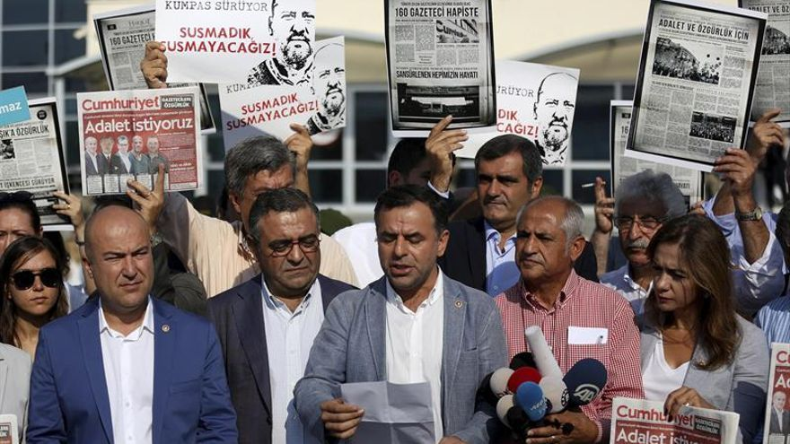 Se reanuda el proceso contra los empleados del diario turco acusados de terrorismo