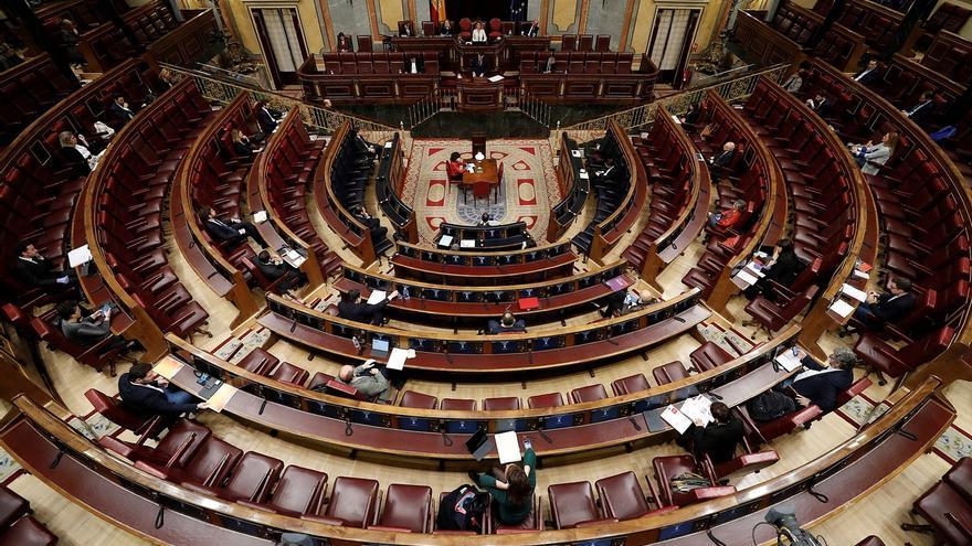 El Pleno del Congreso mantiene el aforo limitado, pero con más diputados con mascarilla