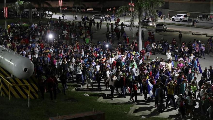 Una caravana de migrantes hondureños sale hacia Estados Unidos