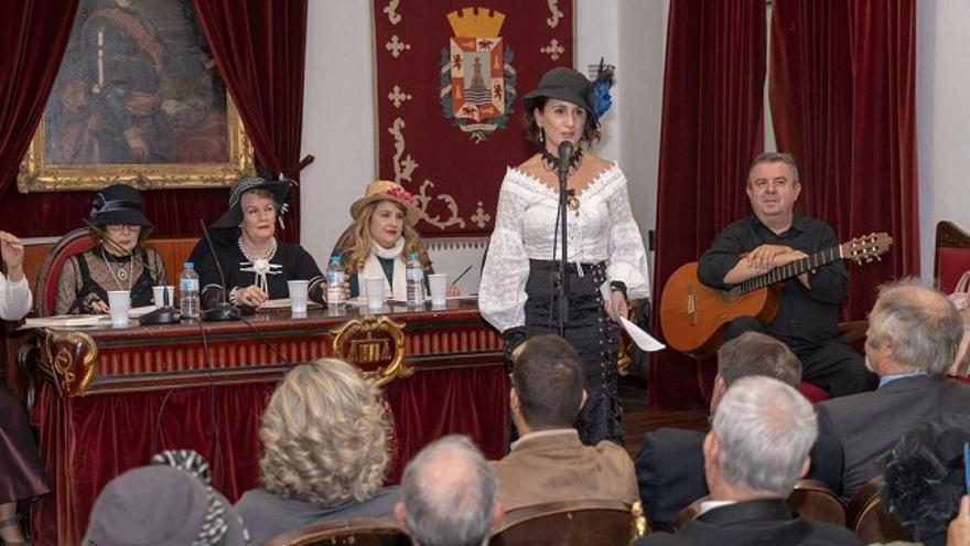 Ocho mujeres armonizan con sus poemas el otoño modernista de Cartagena / Felipe G. Pagán