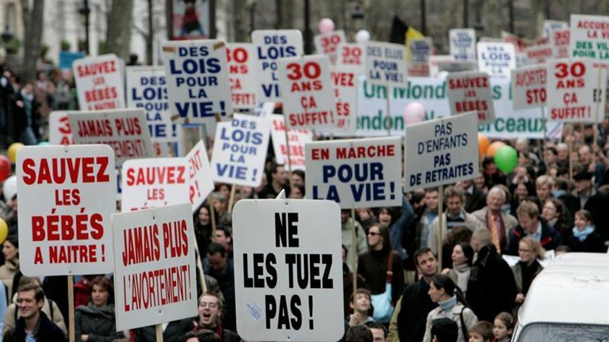 Francia aprueba la ley que prohíbe las páginas webs antiabortistas